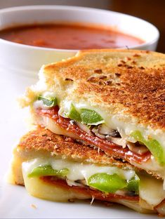 Everyone's favorite pizza...in grilled cheese form.