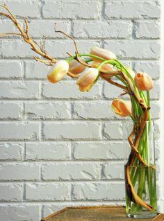 икебана с тюльпанами