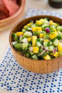 Salsas hechas en casa para poner en todo - Salsa Recetas  SALSA DE MANGO. http://ohmyveggies.com/cucumber-mango-salsa/