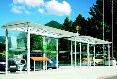 Die Wartehalle PLUTO ist eine Stahlkonstruktion mit Rundrohrstützen und werkseitig vormontiertem Dach. Alle Stahlteile sind feuerverzinkt und pulverbeschichtet in RAL-Farbe nach Wahl.