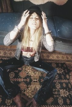 velvet crop top/pants and glitter cardigan Gypsy Style, Hippie Style, Bohemian Style, My Style, Boho Rock, Rock Chic, Bohemian Girls, Hippie Bohemian, Dark Bohemian