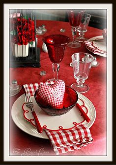 LOVE the gingham and that BEAUTIFUL swirl plate