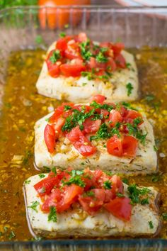 pescatarian recipes This lemon garlic halibut is an easy dish consisting of halibut in a delicous sauce of lemon, garlic, dill and smoked paprika. It is topped with tomatoes and pa Seafood Dishes, Seafood Recipes, Cooking Recipes, Healthy Recipes, Bread Recipes, Paleo Fish Recipes, Grilled Halibut Recipes, Comida Keto, Gastronomia