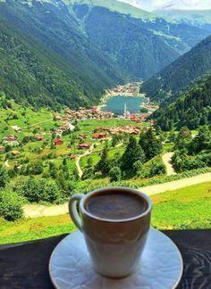 Hayat bu... Herkesi farklı yerlere sürüklemiş olabilir. Ama kahve içerken hep bir arada oluruz. Farklı yerlerde,aynı hislerle... Bi kahve☕