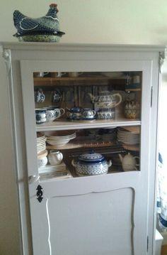 Keukenkast met servies oa bunzlau