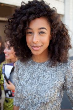 Love Corinne Bailey Rae's hair!