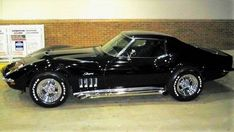 """The very popular Camrao A favorite for car collectors. The Muscle Car History Back in the and the American car manufacturers diversified their automobile lines with high performance vehicles which came to be known as """"Muscle Cars. Old Corvette, Corvette Summer, Classic Corvette, Chevrolet Corvette Stingray, Ford Classic Cars, Black Corvette, Us Cars, Sport Cars, Automobile"""