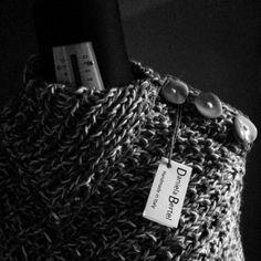 Poncho lana 100%  produzione artigianale. Spedizione in tutto il mondo. Per info. bertel.daniela@gmail.com www.facebook.com/danielabertel