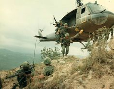 "members of the RECON platoon unloading from a (Huey) helicopter– Operation ""Oregon"" operating 3 kilometers west of Duc Pho, Quang Ngai Province, Vietnam Helicopter Pilot Training, Helicopter Pilots, Military Helicopter, Vietnam History, Vietnam War Photos, The Things They Carried, Rare Historical Photos, Us Marines, Vietnam Veterans"