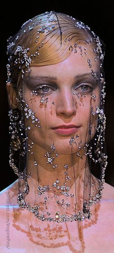 Couture - Armani Privé (Details) I think this is so beautiful