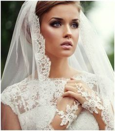 Absolutely beautiful smoky eye using natural colors! Can't beat this look on a bride :)