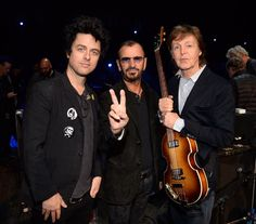 Green Ringo day McCartney my thanks to everyone on the rock 'n roll Hall of Fame peace and love  pic.twitter.com/N01c8EwFAe