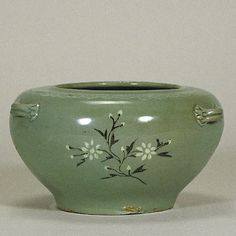 Celadon with Inlaid Floral Plant Design | | Goryeo Dynasty| Mid-12th Century | h.9.6cm | Gift of SUMITOMO Group|The Museum of Oriental Ceramics,Osaka