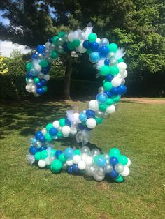 Beautiful Bespoke Organic Number Two Balloon Shape #OrganicBalloons #OrganicBalloonsNumbers #OrganicBalloonDecor