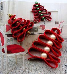 Karácsonyfa szalagból. Csak fel kell fűznötök és kész is a hangulatos dísz.