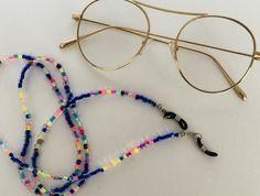 No te pierdas este artículo de mi tienda de #etsy: Collar para tus gafas hecho a mano, en colores brillantes. Modelo especial. Crystal Beads, Glass Beads, Organza Bags, Diy Necklace, Different Styles, Bright Colors, Special Gifts, Etsy, Glasses
