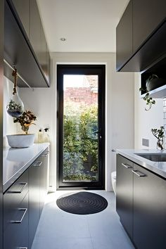 17 Awesome Ideas Fоr Laundry Room Fоr Small Spaces – Home Design Modern Laundry Rooms, Laundry In Bathroom, Laundry Closet, Basement Bathroom, Laundry Doors, Basement Laundry, Laundry Area, Basement Kitchen, European Laundry