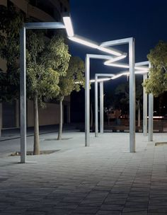 Vía Láctea Santa & Cole 1990 Batlle and Roig  --has a rectangular screen (for one lamp or double for two lamps), made of the same material. The lamp is a fluorescent support for two tubular lamps of 58 W. Optionally, lamps can be delivered for one tube of 58 W.