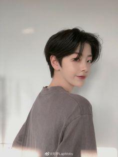 Tomboy Haircut, Short Hair Tomboy, Tomboy Hairstyles, Asian Short Hair, Short Hair Cuts, Korean Boy Hairstyle, Korean Short Haircut, Medium Hair Styles, Long Hair Styles
