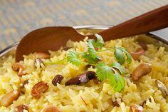 Fruchtige Mangos, knackige Chashewkerne und süße Rosinen rmachen aus Safran-Reis das perfekte Sommergericht. Hier geht's zum Rezept!