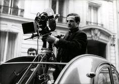 """François Truffaut sur le tournage de son film """"La Peau douce""""en 1963. Coutard n'est pas loin... © Raymond Cauchetier"""