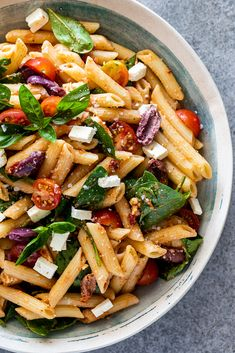 Sun-dried tomato pesto pasta salad - Simply Delicious This sun-dried tomato pesto pasta salad is a delicious, easy summer side dish or simple, vegetarian lunch or dinner plus it can be made ahead! Pesto Pasta Salad, Pasta Salad Recipes, Veggie Recipes, Lunch Recipes, Vegetarian Recipes, Dinner Recipes, Healthy Recipes, Sundried Tomato Pesto Pasta, Zucchini Salad