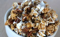 It's only the best popcorn ever--huge hit every time I make it! Cinnamon Caramel Corn with Pecans & White Chocolate {AKA Cinnamon Bun Popcorn! Just Desserts, Delicious Desserts, Dessert Recipes, Yummy Food, Tasty, Kid Recipes, Corn Recipes, Holiday Desserts, Sweets