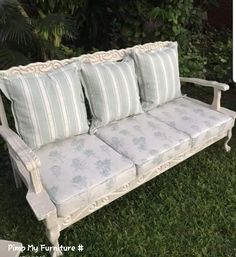 70s Furniture, Diy Furniture Redo, Upcycled Furniture, Furniture Making, Painted Sofa, Painted Furniture, Couch Makeover, Log Home Decorating, Outdoor Sofa Sets