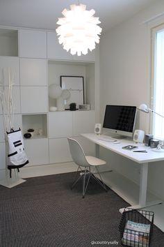 ASUNTOMESSUT 2016: TYYLIKKÄÄT Minimalist Desk, Teenage Room, Bedroom Desk, Workspace Inspiration, Aesthetic Room Decor, Kids Room Design, Fashion Room, White Decor, New Room