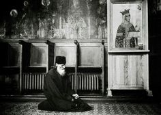 An orthodox monk praying in the church of Neamt monastery - Romania, July 2007 Photo: Ezequiel Scagnetti Spiritual Transformation, Orthodox Christianity, Prayer Book, Christian Life, Priest, Drake, Spirituality, Instagram Posts, Painting