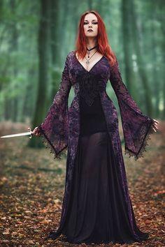 Shop Gothic Clothing on : www.blue-raven.com  Votre boutique de vêtements et bijoux gothiques romantiques, mais aussi d'accessoires, de lingerie et de colorations pour un style original, sexy et raffiné!  #Femme #Gothique #Romantique