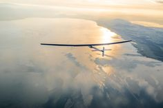How to Prep for Flying a Solar Plane Across the Pacific If the flight goes as expected, he will take five days to make the trip to Honolulu. Fly Around The World, Around The Worlds, Aviation Blog, Travel Tickets, Take Five, Online Travel, Air Travel, Pacific Ocean, Solar Power