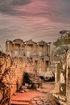 Gorgeous sunset in the ruins of Ephesus - Turkey