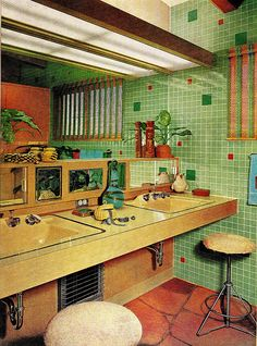 I think this might be an actual vintage mid century bathroom rather than retro. Retro Interior Design, Interior Modern, Interior Architecture, 70s Home Decor, Cheap Home Decor, Vintage Bathrooms, Pink Bathrooms, Modern Bathroom, Aesthetic Rooms