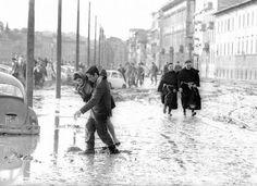 Venerdì 4 novembre 1966 in seguito a un`eccezionale ondata di maltempo, fu uno dei più gravi eventi alluvionali accaduti in Italia, e causò forti danni a Firenze. L`esondazione dell`Arno provocò 34 morti, 13.000 famiglie disastrate, 12.000 automobili sommerse, 20.000 imprese artigiane alluvionate, danni per migliaia di miliardi di lire. #TuscanyAgriturismoGiratola