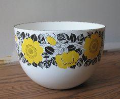 Kaj Franck Arabia bowl at Zoo Hausen Finland Marimekko, Mid Century Design, Scandinavian Style, Vintage Kitchen, Kitchenware, Finland, Tablewares, Enamel, Ceramics