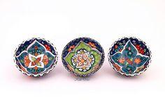 Turkish bowls, Keramikschalen Türkei Diese tollen Schalen Etsy-Artikel fand ich bei https://www.etsy.com/de/listing/206306261/schalchen-kutahya-orient-blau-8cm-3set