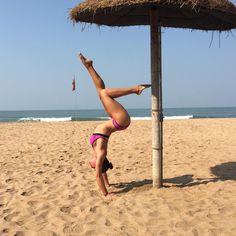 #Yogapose Tagge eine Freundin mit der Du diese Pose üben willst! #FeelGoodFeb ( @misscharholmes)