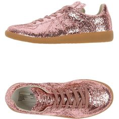 Maison Margiela 22 Sneakers ($404) ❤ liked on Polyvore featuring shoes, sneakers, pink, pink glitter shoes, pink flat shoes, maison margiela sneakers, flat sneakers and pink sneakers