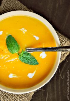 Simple and easy recipe for Butternut Squash Creamy Soup. Perfect for Fall or winter season, and it's very comforting.