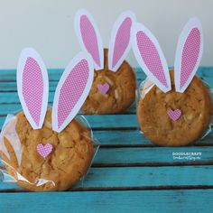 Love these Easter Bunny cookies from our friends at Doodlecraft! An easy and creative way to share the Easter love. #givebakery