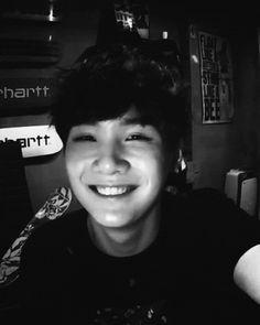 Jimin versa une larme, ses lèvres tremblaient et plus il regardait Taehyung, plus sa vue se troubla