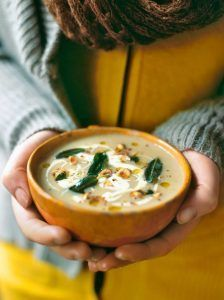 Apple & celeriac soup - Amazing topped with crispy sage. Earthy, sweet & delicious this hearty soup is perfect for winter ~ Jamie Oliver Vegetable Recipes, Vegetarian Recipes, Cooking Recipes, Healthy Recipes, Bread Recipes, Celeriac Soup Recipes, Gula, Winter Soups, Gastronomia