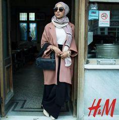 Mariah Idrissi, la modelo de 23 años de edad, que se convirtió en la primer modelo musulmana en un hijab para H&M. | 17 Mujeres tremendas de las que probablemente no oíste hablar en el 2015