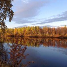 River Ivalojoki in the end of September (2) | saariselka.com, #saariselka.com #hauskavarjo #saariselka #saariselkabooking #saariselankeskusvaraamo #astueramaahan #astuerämaahan #stepintothewilderness #ivalojoki #ruska #sceenery