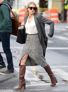 Naomi Watts looked strained as she made her way through the set of her upcoming movie Gypsy on Wednesday. Clearly without her wedding ring she was filming on set in New York City.