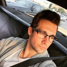 Porque los anteojos le quedan muy cool... James Maslow, Kendall Schmidt, Big Time Rush, Avicii, Aaliyah, I Love Him, Cute Boys, Celebrities, David