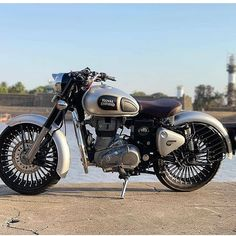 Classic 350 Royal Enfield, Enfield Classic, Dslr Background Images, Background For Photography, Photography Editing, Bullet Pics, Shiva, Royal Enfield Wallpapers, Indian Army Wallpapers