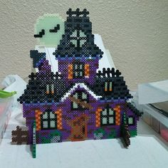 3D Haunted House - Halloween perler beads by purplepuddlenut - Pattern: https://www.pinterest.com/pin/374291419004807387/