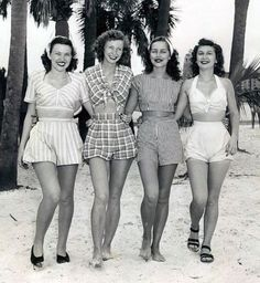 Vintage beach wear - The beautiful lady second from my right looks just li., Beach Outfits, Vintage beach wear - The beautiful lady second from my right looks just like my aunt! Moda Vintage, Vintage Mode, Vintage Ladies, 50s Vintage, Vintage Style, Vintage Hats, Dress Vintage, 1950 Style, Vintage Woman